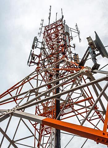 Montage am Antennmast durch Industriekletterer der IBE Industrieservice GmH