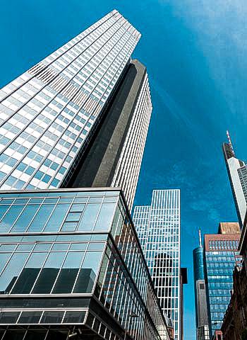 Montagearbeiten am Deutsche Bank Tower in Frankfurt durch Industriekletterer
