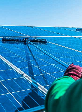 Reinigung von Solaranlagen in Frankfurt IBE Industrieservice