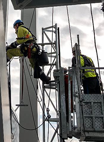 Montage in Düsseldorf durch Industriekletterer der IBE Industrieservice GmbH