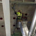Kabelmontage im Kraftwerk