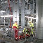 Rettungsübung durch Höhenretter in einer Industrieanlage